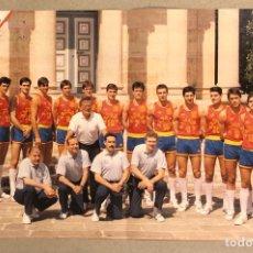 Coleccionismo deportivo: SELECCIÓN ESPAÑOLA DE BALONCESTO. POSTER DE FINALES DE LOS AÑOS 80 DE LA REVISTA INTERVIU.. Lote 276180323