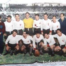 Coleccionismo deportivo: POSTER ORIGINAL REVISTA EL GRAFICO HURACAN CAMPEONATO 1957. Lote 278916718