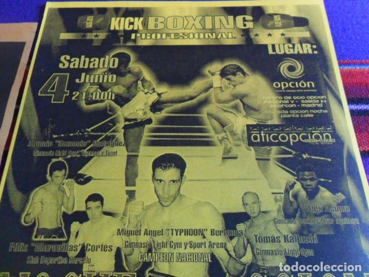 Coleccionismo deportivo: CARTEL KICK BOXING NOCHE DE ACCIÓN MIGUEL ÁNGEL TYPHOON BERLANGA. REGALO DE JULIO CÉSAR CHÁVEZ. MBE. - Foto 3 - 288312543