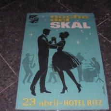 Carteles Feria: ANTIGU CARTEL BARCELONA NOCHE DEL SKAL 23 ABRIL HOTEL RITZ ,AMICAL DEL TURISMO ILUST. POR MONTOYA 60. Lote 41647218