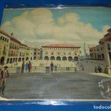 Carteles Feria: (M) CARTEL TELA - EXPOSICION INTERNACIONAL DE BARCELONA 1929 , PUEBLO ESPAÑOL PLAZA MAYOR. Lote 91241030