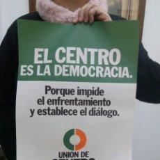 Carteles Feria: TUBAL GRAN CARTEL 1977 UNION DE CENTRO DEMOCRATICO 45 CM EL CENTRO ES LA DEMOCRACIA . Lote 114236667