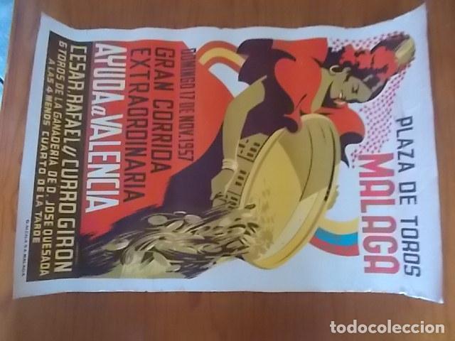 Carteles Feria: EXCELENTE CARTEL LITOGRAFIADO PLAZA DE TOROS DE MALAGA // 1957 - Foto 2 - 118288763