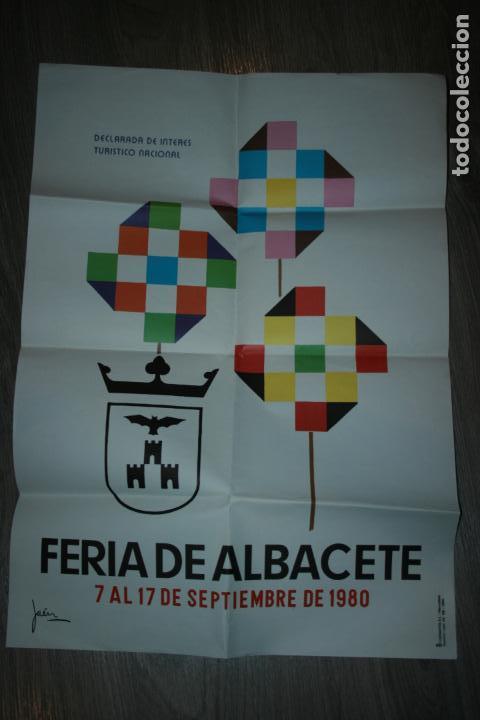 CARTEL DE LA FERIA DE ALBACETE AÑO 1980. MIDE 70 X 50 CMS. CON DOBLECES (Coleccionismo - Carteles Gran Formato - Carteles Ferias, Fiestas y Festejos)