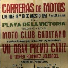 Carteles Feria: CARTEL. CARRERAS DE MOTOS. MOTO CLUB GADITANO. VII GRAN PREMIO. PLAYA LA VICTORIA. CADIZ, 1951.. Lote 179222017