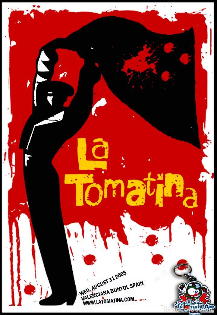 CARTEL DE FIESTA _ LA TOMATINA - DE BUÑOL Y LLAVERO METALICO - AÑO 2005 - TAMAÑO 65,5 X 45 CMS (Coleccionismo - Carteles Gran Formato - Carteles Ferias, Fiestas y Festejos)