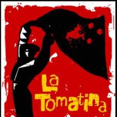 Carteles Feria: CARTEL DE FIESTA _ LA TOMATINA - DE BUÑOL Y LLAVERO METALICO - AÑO 2005 - TAMAÑO 65,5 X 45 CMS. Lote 194356455