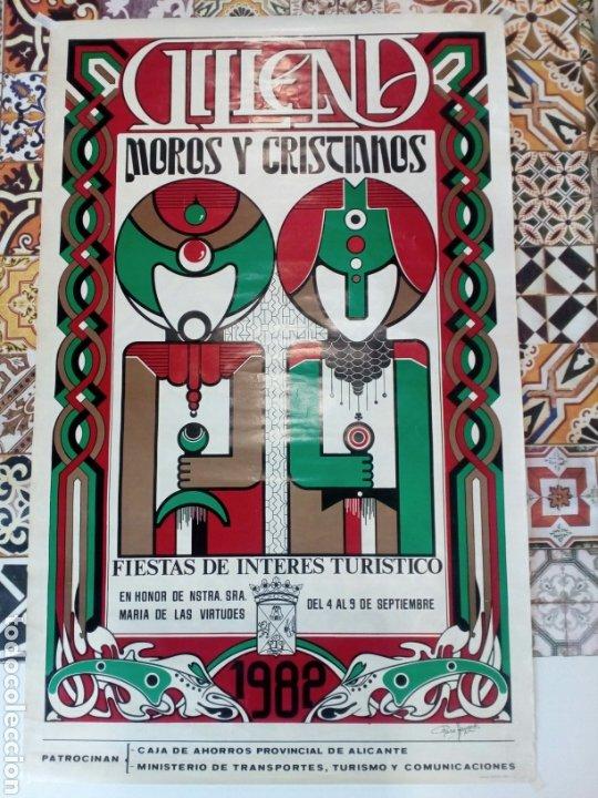 LOTE 2 CARTELES DE FIESTAS DE MOROS Y CRISTIANOS , VILLENA , AÑO 1982 (Coleccionismo - Carteles Gran Formato - Carteles Ferias, Fiestas y Festejos)