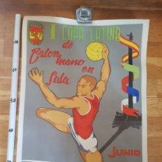Carteles Feria: CARTEL COPA LATONA BALONMANO EN SALA BARCELONA 1957 J.A CASTAÑO GRAFICAS COALLA DEPORTE COMPETICION. Lote 226496365