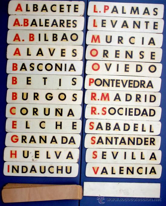 24 NOMBRES DE EQUIPOS DE FUTBOL EN SOPORTE DE MADERA. + CIFRAS. AÑOS 50/60. (Coleccionismo Deportivo - Carteles de Fútbol)