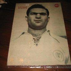 Coleccionismo deportivo: BOTELLA EXTREMO IZQUIERDA DEL MADRID LAMINA DEL MARCA. Lote 11450769