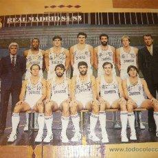 Coleccionismo deportivo: POSTER DEL REAL MADRID DE BALONCESTO TEMPORADA 84/85 FIRMADO. Lote 26686201
