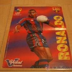 Coleccionismo deportivo: POSTER GOLOSINAS VIDAL RONALDO BARCELONA TEMPORADA 96-97. Lote 18539392