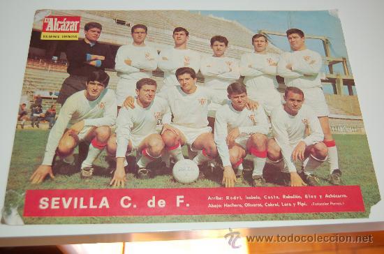 SEVILLA CF: LÁMINA DE LA TEMPORADA 66-67 (Coleccionismo Deportivo - Carteles de Fútbol)