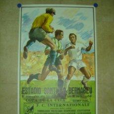 Coleccionismo deportivo: AÑO 1986 CARTEL COPA DE LA UEFA (SEMIFINAL) - REAL MADRID F.C. INTERNAZIONALE (INTER MILAN). Lote 222044450