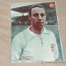 Coleccionismo deportivo: RAIMUNDO (SEVILLA F C) - LÁMINA DEL DIARIO MARCA. AÑOS 40. 25 X 35 CM. ORIGINAL . Lote 27600621