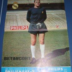 Coleccionismo deportivo: LAMINA POSTER CARTEL REAL MADRID FUTBOL BETANCORT LAS PALMAS FOTOS Y DATOS EN EL REVERSO PHILIPS. Lote 27478063