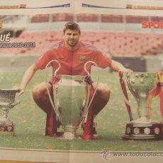 Coleccionismo deportivo: POSTER FC BARCELONA PIQUE 2011 TRICAMPEON. Lote 27634928