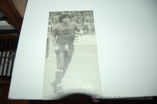 RECORTE DE DIEGO ARMANDO MARADONA (Coleccionismo Deportivo - Carteles de Fútbol)