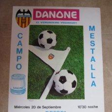 Coleccionismo deportivo: CARTEL FUTBOL VALENCIA C.F. - CRUSANDERS C.F. - RECOPA - 20 DE SEPTIEMBRE DE 1967 - DANONE. Lote 98747471