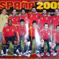 Coleccionismo deportivo: POSTER SELECCION ESPAÑOLA DE FUTBOL 2009 CASILLAS VILLA XAVI PUYOL JUGON. Lote 30516817