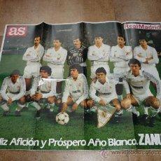 Coleccionismo deportivo: CARTEL DE FUTBOL ALINEACION DEL REAL MADRID AÑOS 80 PUBLICIDAD ZANUSSI + REGALO . Lote 31804282