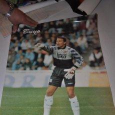 Coleccionismo deportivo: POSTER REAL MADRID BUYO UNA LEYENDA MAS 500 PARTIDOS. Lote 32022931