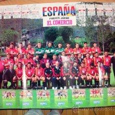Coleccionismo deportivo: POSTER EXTRA GRANDE EQUIPO DE ESPAÑA MUNDIAL USA 94 Y FASCÍCULO Nº 9 EL COMERCIO. Lote 32376075