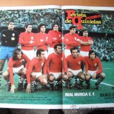 Coleccionismo deportivo: POSTER REVISTA PUEBLO DE QUINIELAS. REAL MURCIA C.F. AÑOS 70´. Lote 37384402