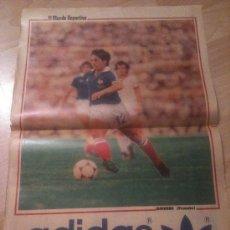 Coleccionismo deportivo: POSTER ALAIN GIRESSE FRANCIA - MUNDIAL 82 - MUNDO DEPORTIVO. Lote 37890654