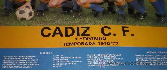 Coleccionismo deportivo: Poster de la plantilla del Cádiz C.F. Temporada 1976-1977, ascenso a 1ª. Publicidad Venta Millán. - Foto 2 - 38175849