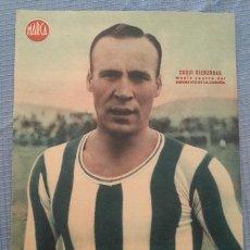 Coleccionismo deportivo: DEPORTIVO DE LA CORUÑA CARTEL FUTBOL DEL JUGADOR CUQUI BIENZOBAS - LAMINA POSTER AÑOS 40 DEL MARCA. Lote 43936530