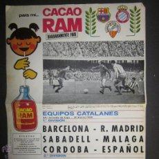 Coleccionismo deportivo: CARTEL FUTBOL EQUIPOS CATALANES 1966 BARCELONA SABADELL ESPAÑOL- PUBLICIDAD CACAO 39 X 55 CM-(V-882). Lote 43987230