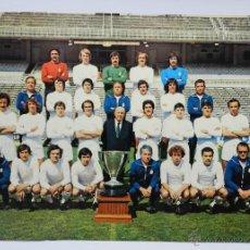 Coleccionismo deportivo: CARTEL EN CARTULINA DE LA PLANTILLA DE FUTBOL DEL REAL MADRID CAMPEON DE LIGA 1977 - 78, DEL BOSQUE,. Lote 45750756