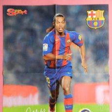 Coleccionismo deportivo: DOBLE POSTER GRANDE RONALDINHO (FC BARCELONA) - CRISTIANO RONALDO (MANCHESTER UNITED) 2005/2006. Lote 211958477
