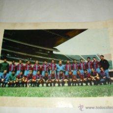 Coleccionismo deportivo: LAMINA/POSTER EN CARTON TAMAÑO 52 X 37 CM - PLANTILLA FC BARCELONA AÑOS 60 - UNA JOYA¡¡¡¡¡¡. Lote 46238135