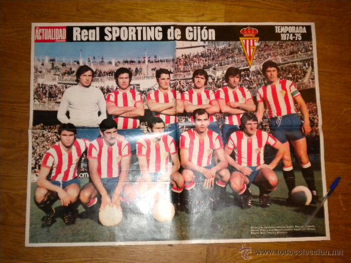 REAL SPORTING DE GIJON 1974 1975 POSTER DE GRAN TAMAÑO DE REVISTA LA ACTUALIDAD (Coleccionismo Deportivo - Carteles de Fútbol)