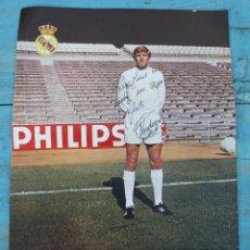 Coleccionismo deportivo: ANTIGUA LAMINA POSTER DEDICADA Y FIRMADA DE - VERDUGO - JUGADOR DEL REAL MADRID - AÑOS 70 - PHILIPS . Lote 46611106