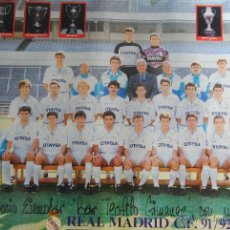 Coleccionismo deportivo: POSTER PLANTILLA REAL MADRID 1991-92 FIRMADO POR TODOS LOS JUAGADORES 82 X 55. Lote 178980526