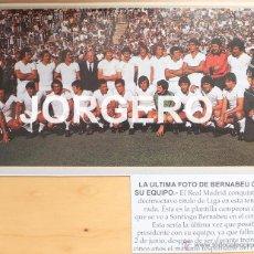 Coleccionismo deportivo: R. MADRID. LA ÚLTIMA FOTO DE BERNABÉU CON SU EQUIPO. TÍTULO DE LIGA 1977-78. RECORTE ADHESIVO. Lote 53651459