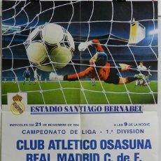 Coleccionismo deportivo: CARTEL FUTBOL. CAMPEONATO LIGA 1ª DIVISION. CLUB ATLETICO OSASUNA - REAL MADRID C.DE F., 21 DE NOVIE. Lote 49209549