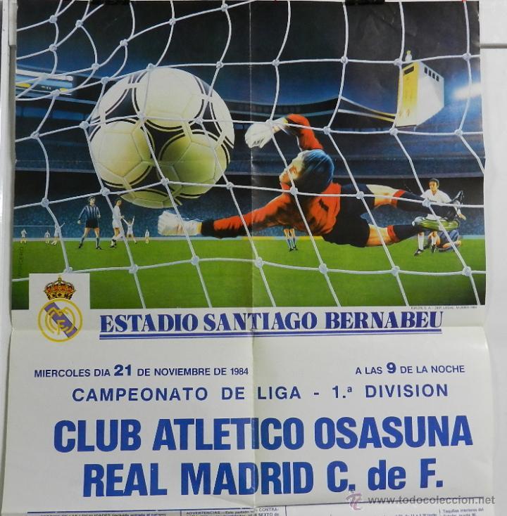 Coleccionismo deportivo: CARTEL FUTBOL. CAMPEONATO LIGA 1ª DIVISION. CLUB ATLETICO OSASUNA - REAL MADRID C.DE F., 21 de Novie - Foto 2 - 49209549