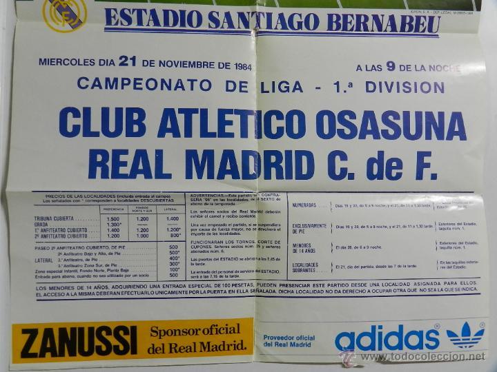 Coleccionismo deportivo: CARTEL FUTBOL. CAMPEONATO LIGA 1ª DIVISION. CLUB ATLETICO OSASUNA - REAL MADRID C.DE F., 21 de Novie - Foto 3 - 49209549