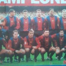 Coleccionismo deportivo: POSTER CAMPEONES LIGA 98-99 - FC BARCELONA - SPORT - 59 X 80. Lote 49596892
