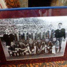 Coleccionismo deportivo: F.C.BARCELONA TEMP 1960-61 (38,5CM X 49 CM) ALINEACIÓN BARÇA CON FIRMAS DE JUGADORES-FOTOS. Lote 49973073