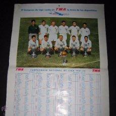 Coleccionismo deportivo: CARTEL REAL MADRID - CAMPEONATO LIGA 1961-62 - PUBLICIDAD AVIACION TWA - MIDE 40 X60 CM.. Lote 50651412