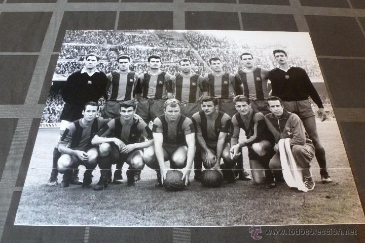 GRAN FOTO F.C.BARCELONA TEMP 1960-61 (30CM X 40CM) ALINEACIÓN BARÇA CON FIRMAS DE JUGADORES-FOTOS (Coleccionismo Deportivo - Carteles de Fútbol)