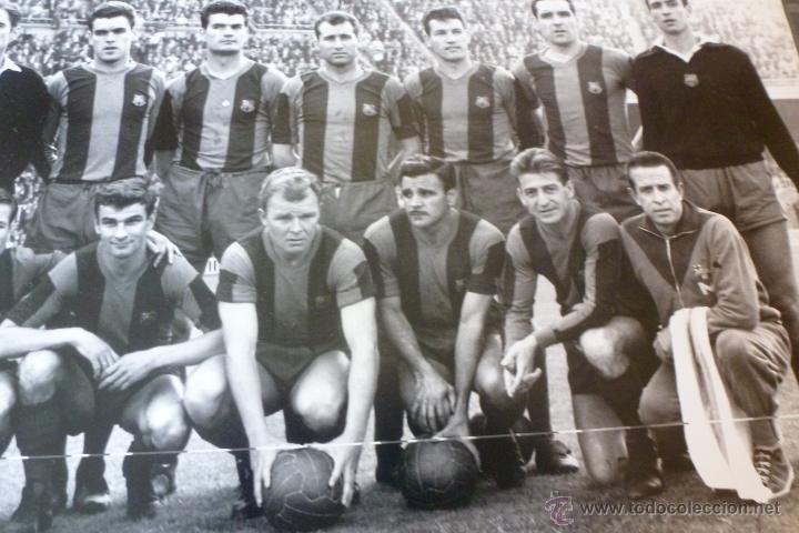 Coleccionismo deportivo: GRAN FOTO F.C.BARCELONA TEMP 1960-61 (30CM X 40CM) ALINEACIÓN BARÇA CON FIRMAS DE JUGADORES-FOTOS - Foto 5 - 51145687