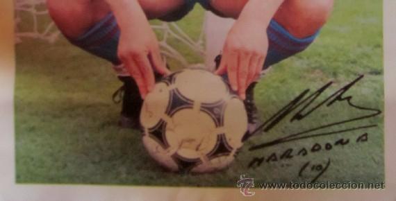 Coleccionismo deportivo: POSTER DIEGO ARMANDO MARADONA - F.C.BARCELONA - CON LA FIRMA IMPRESA DEL JUGADOR - Foto 2 - 71940527