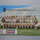 Coleccionismo deportivo: POSTER TARJETA DEL SPORTING CLUB DE PORTUGAL LISBOA. POR DETRAS FIRMAS DE JUGADORES. TDKP5. Lote 121411394
